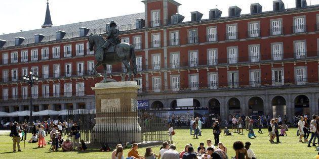 La imagen aérea del césped de la Plaza Mayor de Madrid que te va a dejar sin
