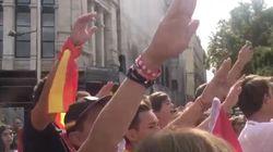 'Cara al sol' y brazos en alto en la manifestación contra el 1-O en