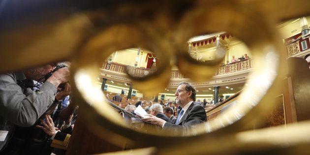 El presidente del Gobierno, Mariano Rajoy, en su escaño, poco antes de la sesión de control del