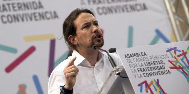 Pablo Iglesias ataca a Rajoy con una imagen de las cargas policiales durante el