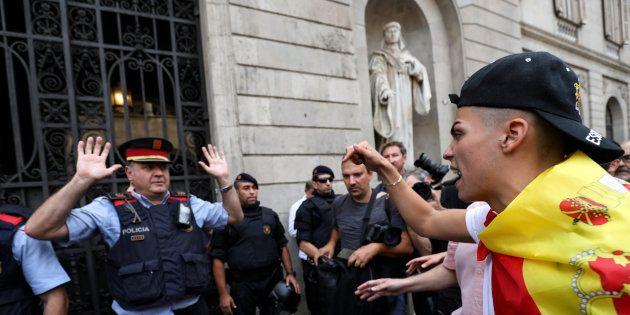 Seis juzgados de Cataluña investigan la actuación de los Mossos por no impedir la votación del