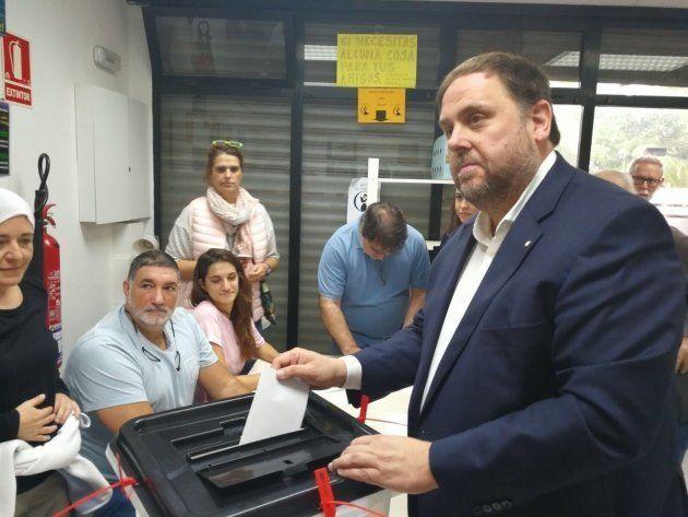 Puigdemont vota en un colegio de Cornelllà del Terri