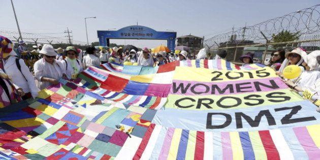 30 mujeres cruzan la frontera entre las dos Coreas por la paz y la