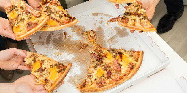 La OCU advierte de la presencia de sustancias químicas perjudiciales en envases de comida