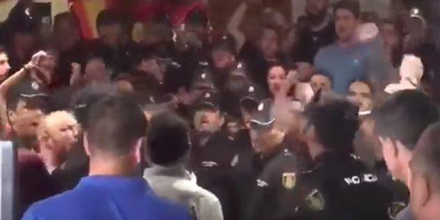 Acoso a policías y guardias civiles en varios puntos de la