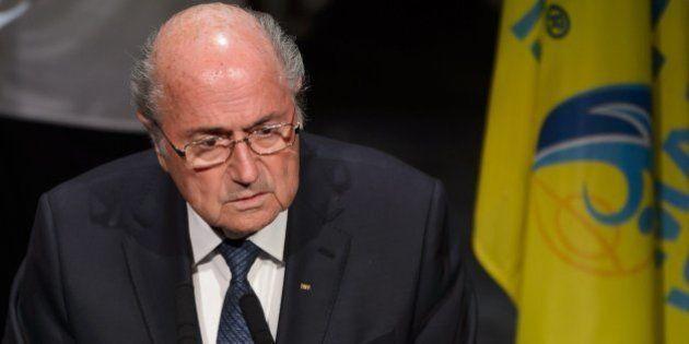 Blatter intenta alejar la responsabilidad de él y se ofrece a enderezar la