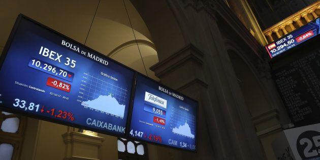La banca catalana envía mensajes de calma a sus clientes tras desplomarse en