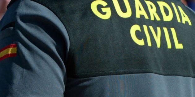 Detenido medio cuartel de la Guardia Civil de un pueblo sevillano en una operación