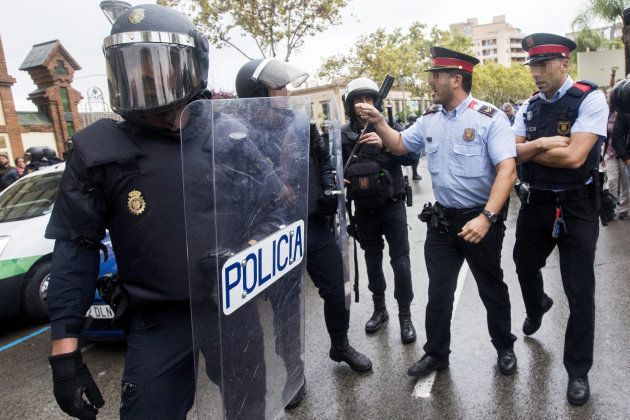 Los Mossos, entre los vítores en las manifestaciones, las dudas y los sentimientos