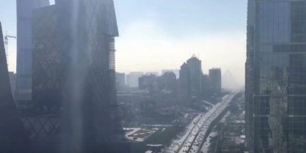 Este video de 12 segundos en time-lapse muestra cómo la polución devora