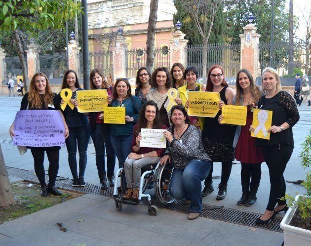 'Endoguerreras' de Sevilla, reunidas para preparar su concentración del 25 de marzo. A ellas pertenecen...