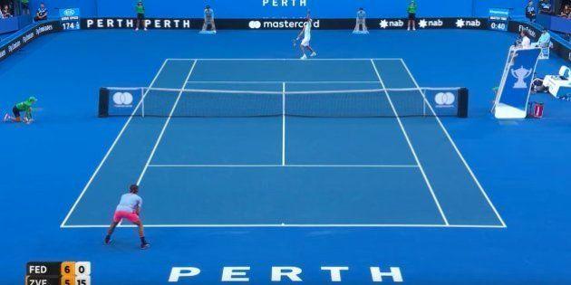 El genial gesto de Roger Federer tras esta