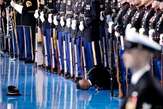 Un soldado se desmaya en pleno acto de Barack Obama con