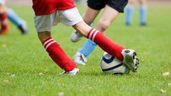 Una escuela de fútbol da la baja a un niño por las amenazas de su