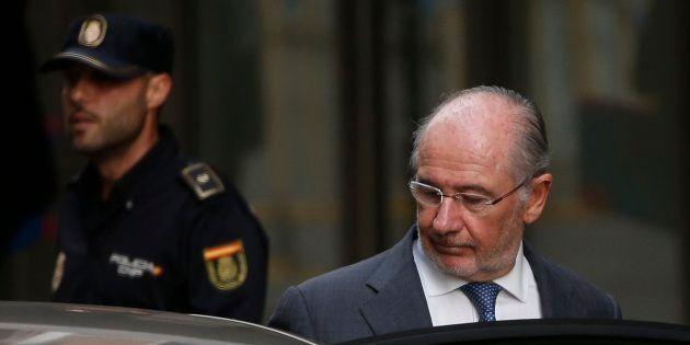El exvicepresidente del Gobierno con el PP, Rodrigo Rato, a la salida de la Audiencia Nacional de Madrid...