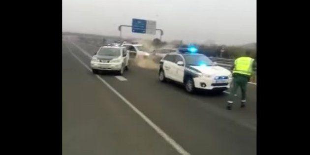 Un kamikaze embiste a un coche de la Guardia Civil en Guadix
