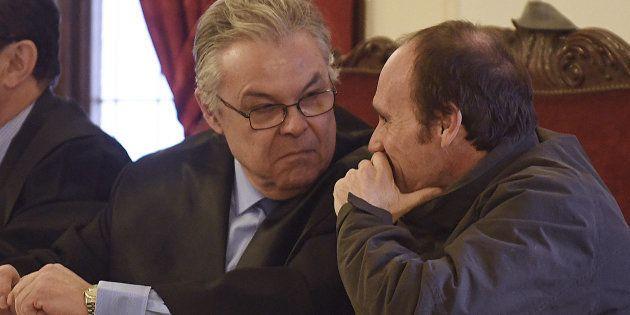 El único acusado por el crimen de la peregrina, Miguel Ángel Muñoz Blas (derecha), conversa con su abogado...