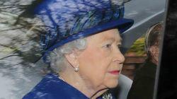 La reina Isabel II reaparece en público tras varios días