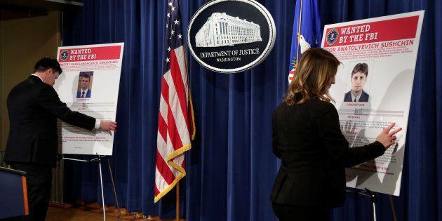 Funcionarios del Departamento de Justicia de EEUU colocan la información de los supuestos espías de cara...