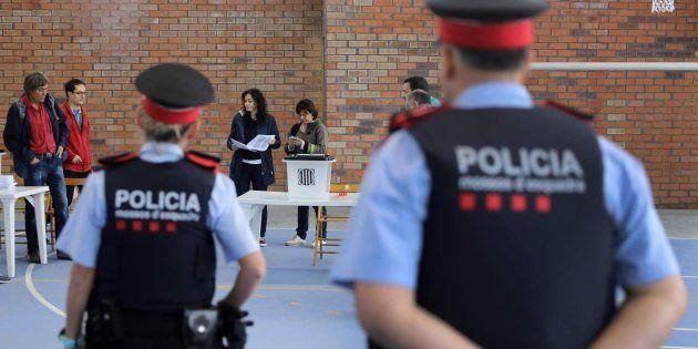 Los Mossos elevan a 600 el número de centros de votación