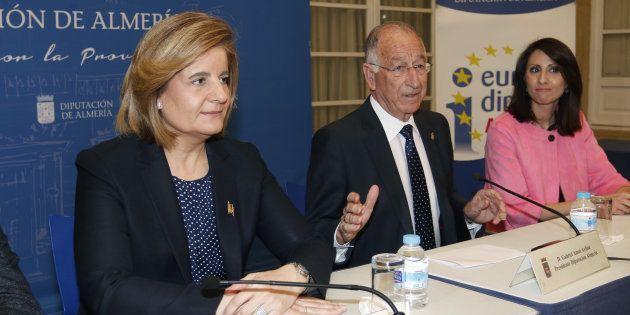 Gabriel Amat, presidente de la Diputación de Almería, en un acto con la ministra de Empleo, Fátima Báñez...