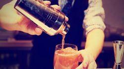 Un camarero evita que una mujer fuera drogada cambiando su bebida sin darse