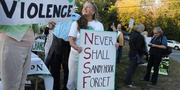 Decenas de personas se manifiestan contra la falta de regulación de las armas en