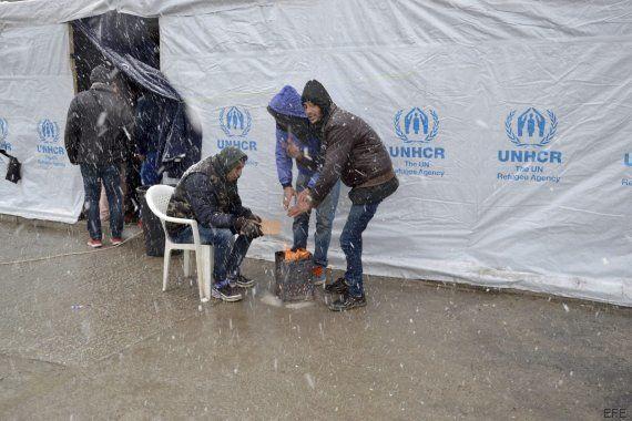 Miles de refugiados se encuentran atrapados en ola de frío y