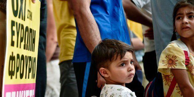 Refugiados afganos manifestándose en la frontera griega en protesta por las devoluciones a Afganistán...