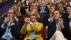 Aguirre llora en el congreso en el que da el relevo a