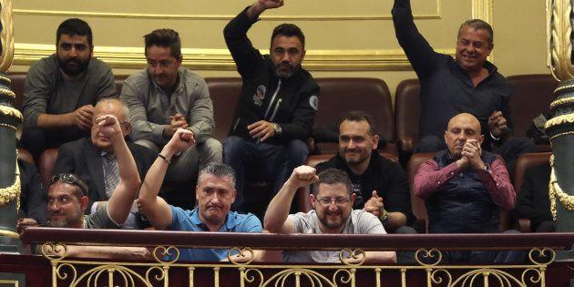 El homenaje de los estibadores a la votación que tumbó el decreto del