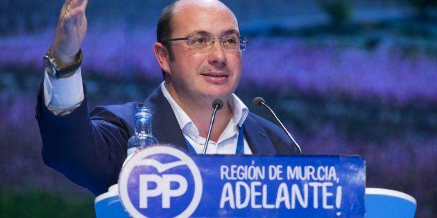 Pedro Antonio Sánchez, imputado por corrupción, reelegido como líder del PP de