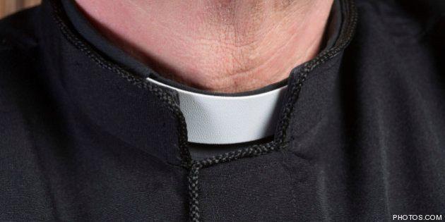 Un grupo de sacerdotes pide el final del celibato porque les obliga a una