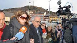La madre de Nadia llega a los juzgados escoltada por los