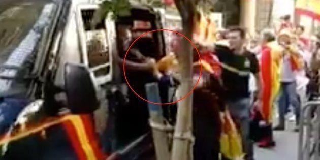 El tuit de la Policía Nacional dando las gracias a los manifestantes por la unidad de España enloquece