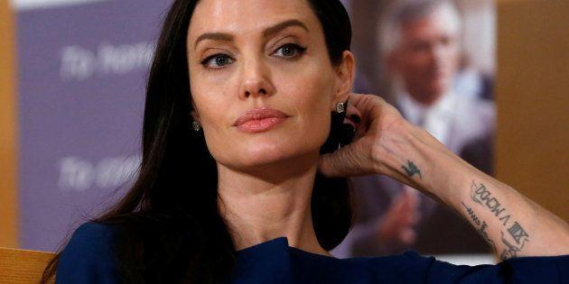 Angelina Jolie en una conferencia en la sede de Naciones Unidas en Ginebra (Suiza) el pasado 15 de marzo...