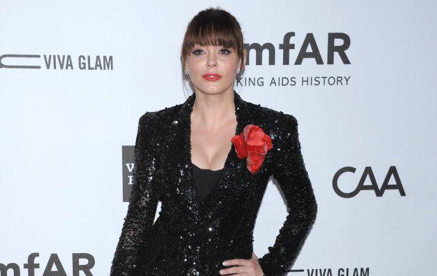 Rose McGowan en la Gala amfAR celebrada en octubre de 2012 en Los Angeles,
