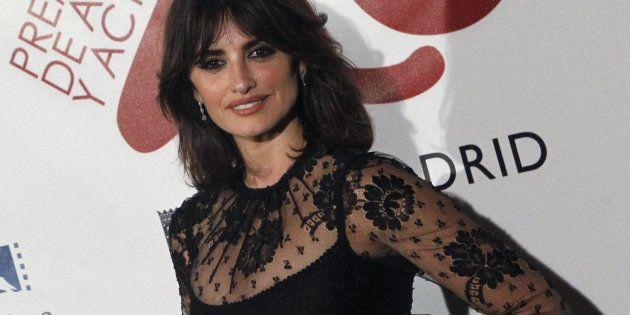 La actriz Penéope Cruz posa a su llegada a la gala de la vigésimo sexta edición de los Premios de la...