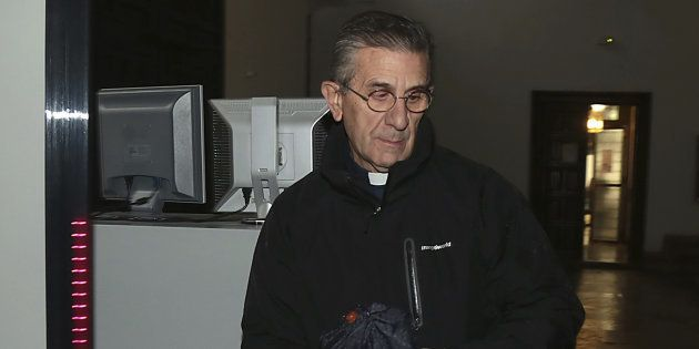 El padre Román, a su llegada a la Audiencia de Granada, el pasado 14 de