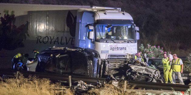 Al menos cinco muertos y 10 heridos en un accidente múltiple en