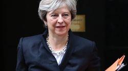 Seis de cada 10 britanicos prefieren que Theresa May siga al frente del