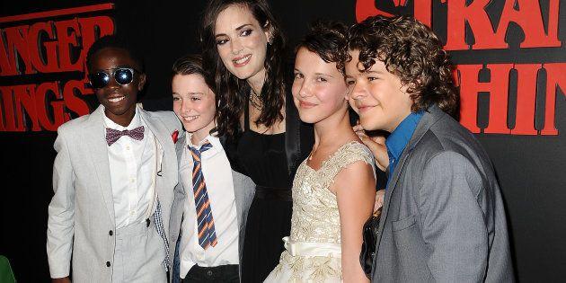 Los actores Caleb McLaughlin, Noah Schnapp, Millie Bobby Brown y Gaten Matarazzo junto a Winona Ryder...