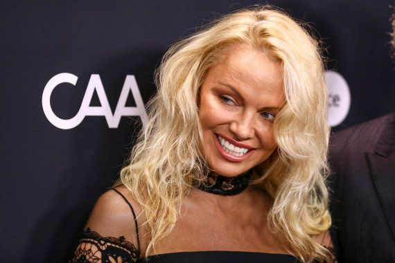 Pamela Anderson cambia de cara y ya no es como la