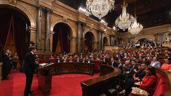 Puigdemont pide al Parlament suspender los efectos de la declaración de independencia para emprender un