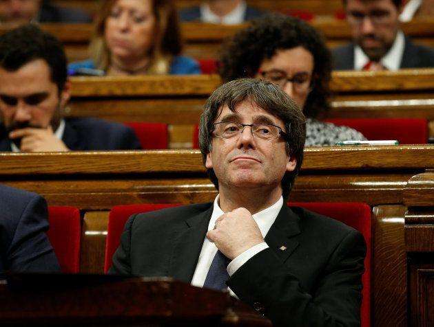 Puigdemont pide al Parlament suspender los efectos de la declaración de independencia para emprender...