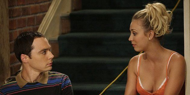 Sheldon (Jim Parsons) y Penny (Kaley Cuoco) en una escena de 'The Big Bang Theory'. (Cliff Lipsonl/CBS...