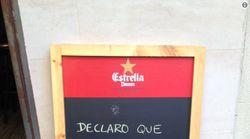 Un bar de Barcelona triunfa con su cartel sobre la declaración de