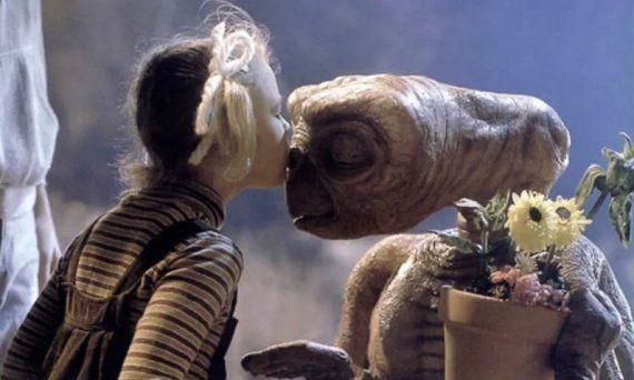 Drew Barrymore y Timothy Oliphant hacen 'photobomb' y vacilan a Pablo Motos en 'El