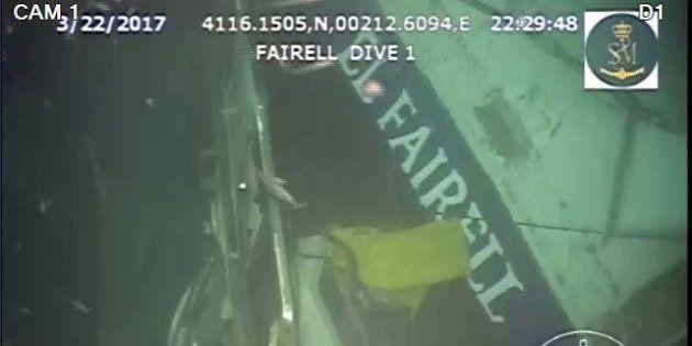 Los restos del pesquero El Fairell, hundido el pasado lunes a tres millas al sur de Barcelona y a unos...