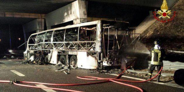 Al menos 16 muertos en un grave accidente de autobús en